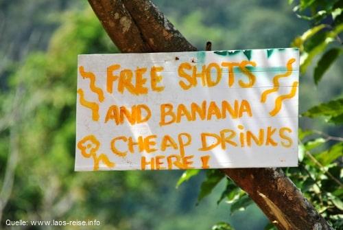 Tubing in Vang Vieng: kostenlose Shots und günstige Drinks