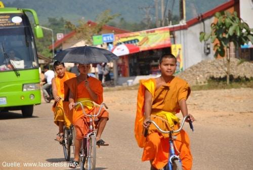 Der Theravada-Buddhismus spielt eine bedeutende Rolle in Laos
