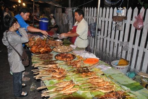 Auf dem Nachtmarkt, hier in Luang Prabang